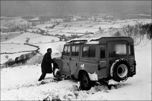 _47150659_old_snow_landrover