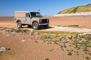 west-kirby-beach-old-landrover-on-the-beach-on-the-estuary-of-the-river-dee-at-low-tide-west-kirby